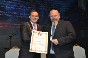 Roy O'Donnell receiving his Lord Mayor's award